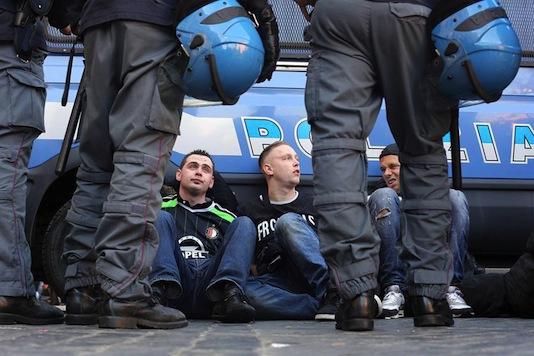 GeenStijl: GIGAPICA - Feyenoord-fans slaan Rome aan gort: www.geenstijl.nl/mt/archieven/2015/02/gigapica_-roffa_sloopt_roma.html