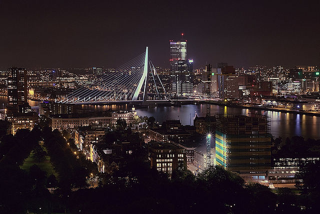 Rotterdam_by_night_from_Euromast.jpg