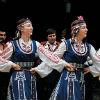 bulgaarsevolksdansmeisjes.jpg