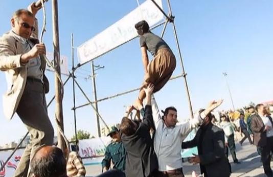 Geenstijl: fotos. ophanging in iran loopt goed af