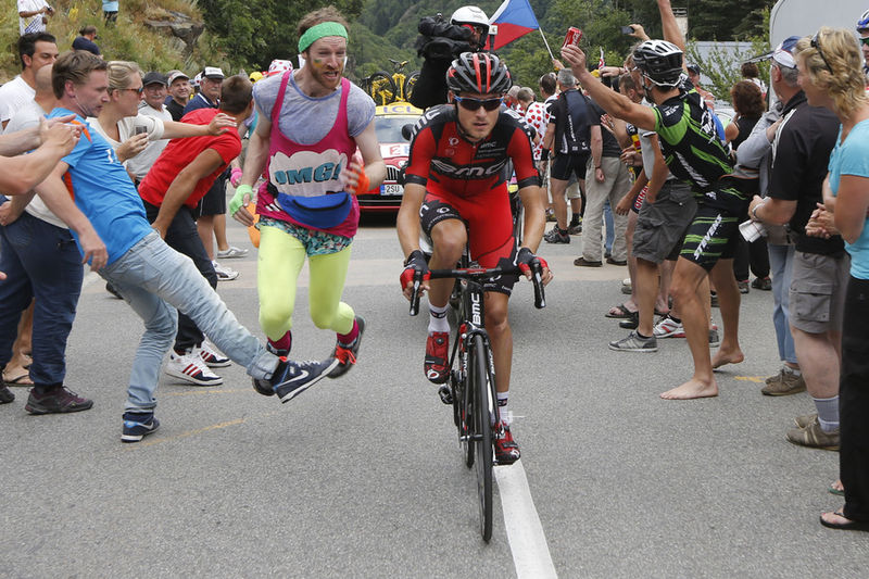 Fan tripped hard chasing American Tour de France cyclist