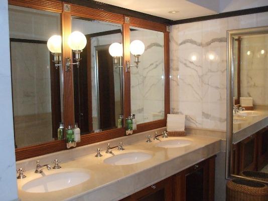 toilettenadlon534.jpg