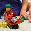 Lucas, nu mag Joost weer met de trein spelen!